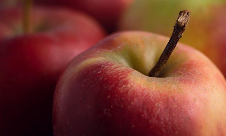 Manzana con tocino