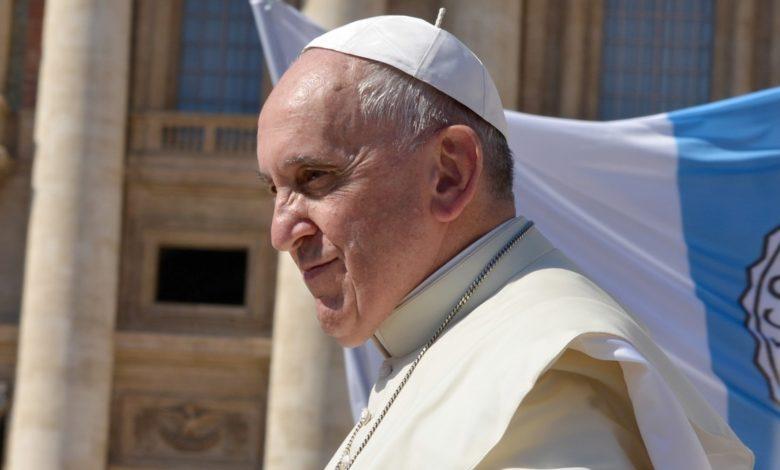 Papa Francisco es sometido a cirugía