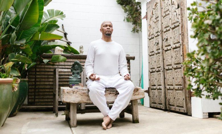 Yoga en silla para el adulto mayor