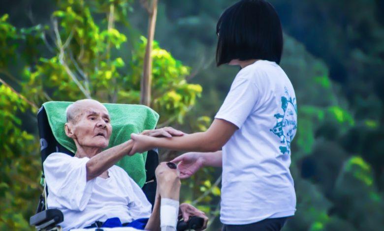 El colapso del cuidador impacta salud del adulto mayor