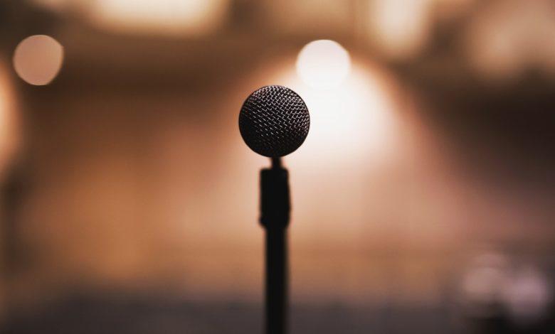 """Marco Antonio Muñiz """"canta"""" en la conferencia mañanera de AMLO"""