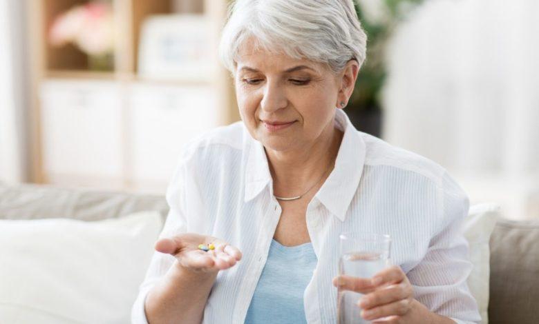 ¿Cómo convencer a los adultos mayores a tomar medicamentos? 3 formas de lograrlo