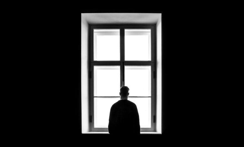 ¿Cómo superar la depresión después de los 50? ¡Acércate a terapia!