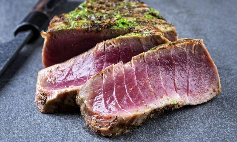 Laminado de atún con aderezo de cítricos, para una tarde saludable