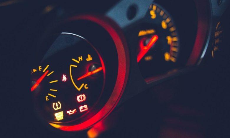 ¿Sabes qué significan las luces del tablero de tu auto?